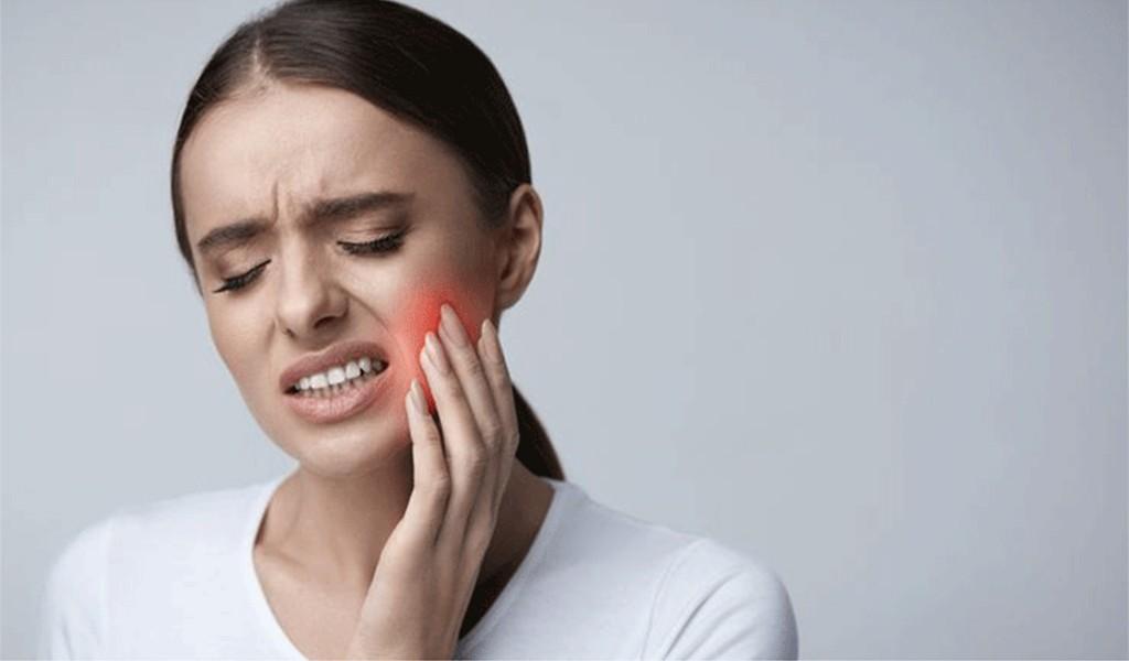 ''Sık Dişini Biraz'' Artık Hasta Ediyor: Uzman Diş Hekimi Burak Kapılı